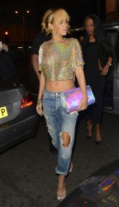 rihanna-distressed-jeans-outfit-of-the-day-boujis-h724